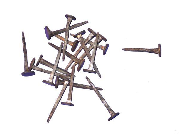 Diese Nägel werden in reiner Handarbeit in 1-2 Hitzen gefertigt.
